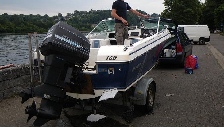 moteur 50 ou 60 cv   pour bateau 450kg  u00e0 vide